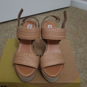 Two-tone tan sandals
